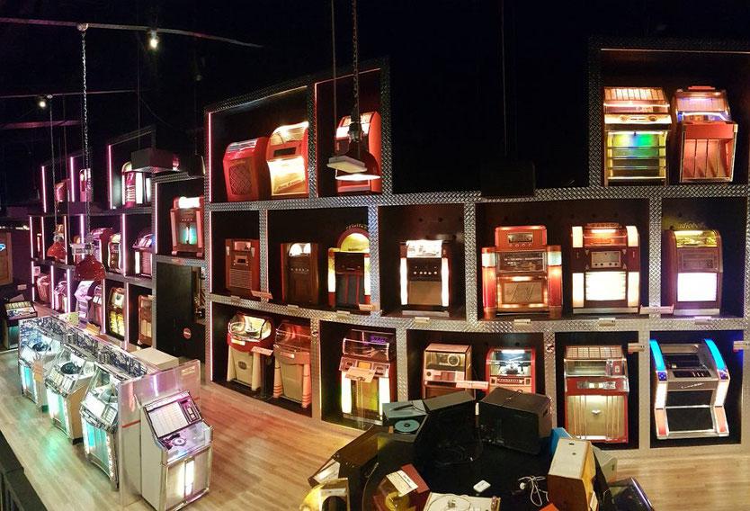 Die erste Pinball-Machine der Welt, der größte Flipper, die teuerste Jukebox: Machen Sie sich auf eine spannende Reise durch die Welt der mechanischen, elektrischen und elektronischen Unterhaltungsgeräte unterschiedlichster Epochen. Entdecken Sie auf 8.50