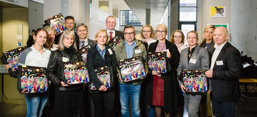 Gruppenfoto der Sponsorenvertreter zur Hauptausgabeveranstaltung des Student Welcome Package 2016