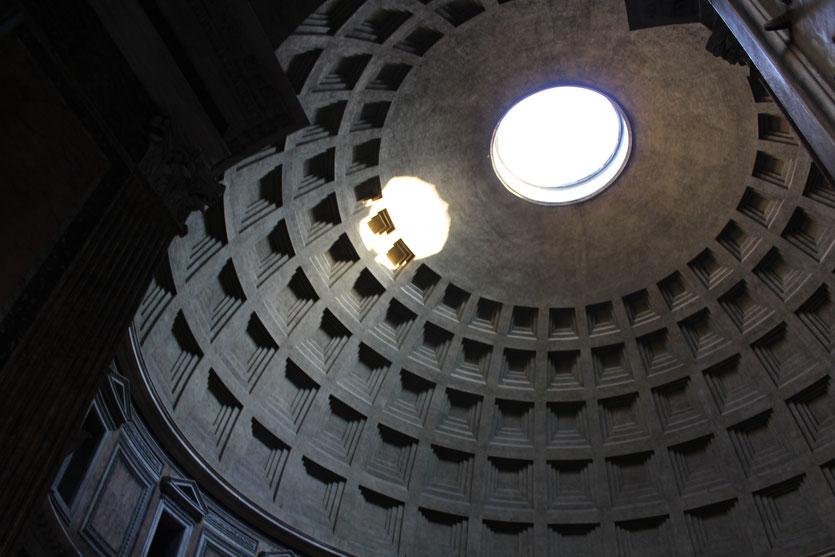 Im Inneren des Pantheons