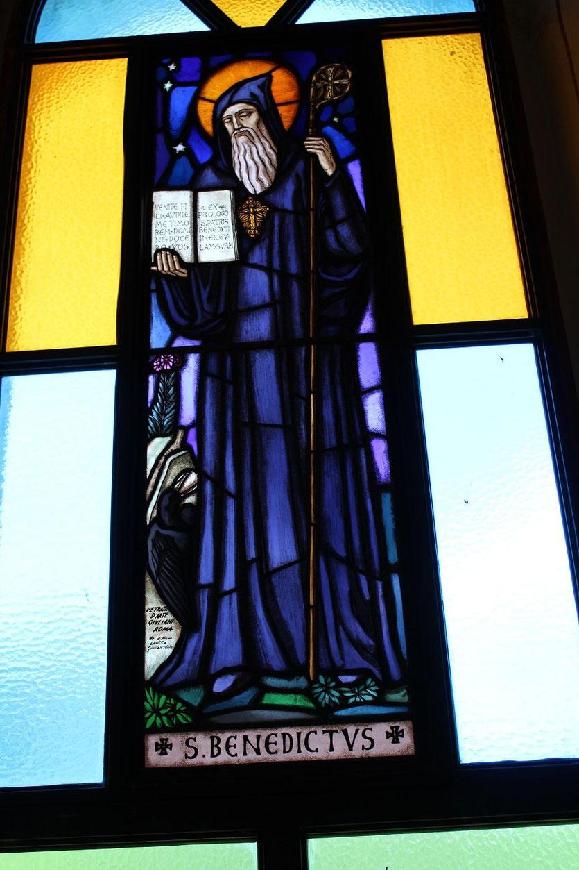 Fenster-Mosaik des Heiligen Benedikt