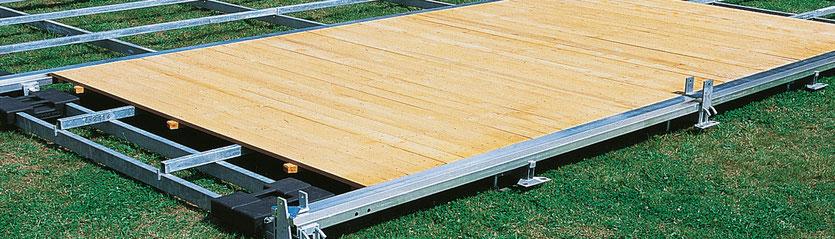 Holzfußboden mit Stahl-Aluminium-Unterbau