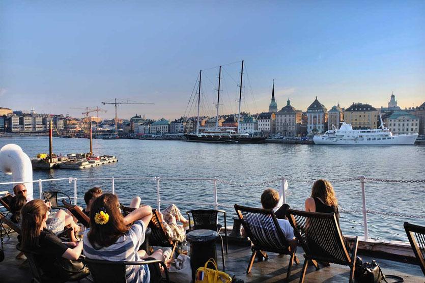 Sundowner mit Altstadtblick af Chapman Segler in Skeppsholmen Stockholm