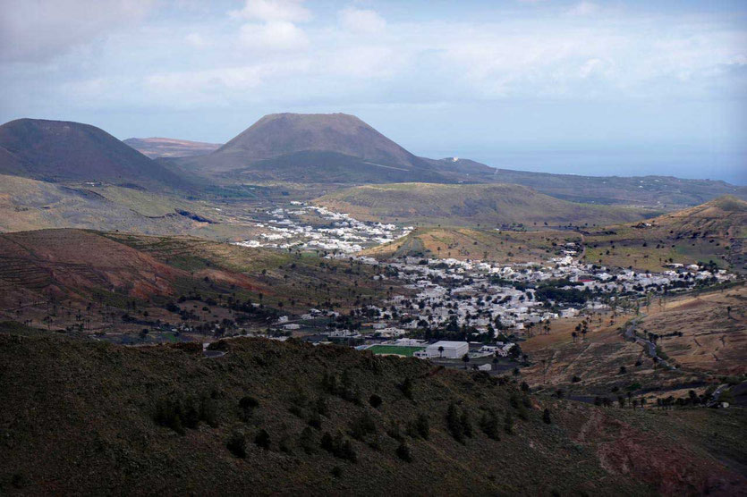 Vom Mirador Los Helechos hat man den nächsten Blick auf Haria Lanzarote