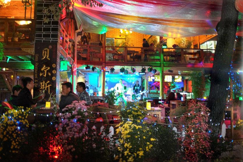 Lijiang Altstadt, Lijiang Old Town night life