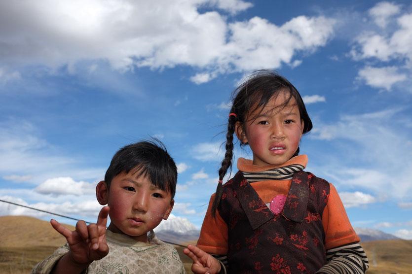 Kinder unseres Pferde Guides in Tagong, Tibetisches Hochland West-Sichuan, China
