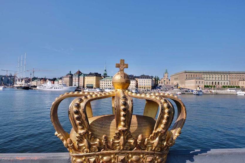 Skeppsholmen Brücke: die Goldene Krone mit Schloss und Altstadt im Hintergrund