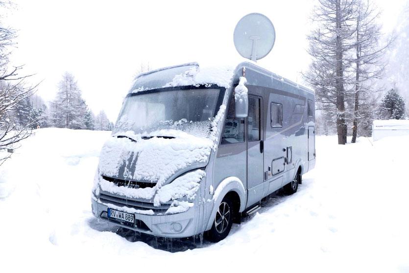 Winter Camping -18 Grad im winterfesten vollintegrierten Wohnmobil Hymer ML-I 570