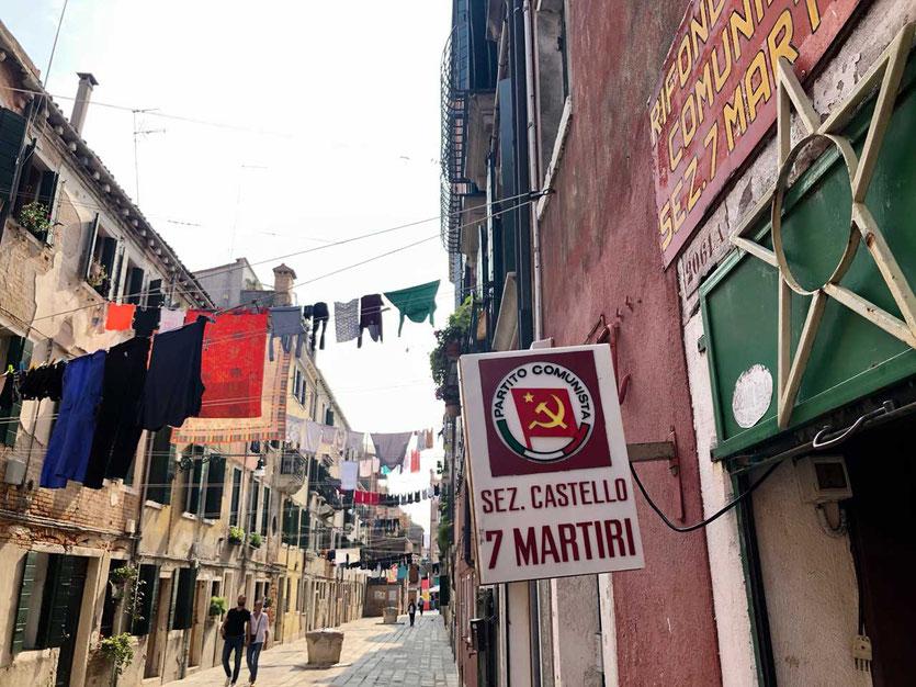 Straße mit Wäsche in Castello