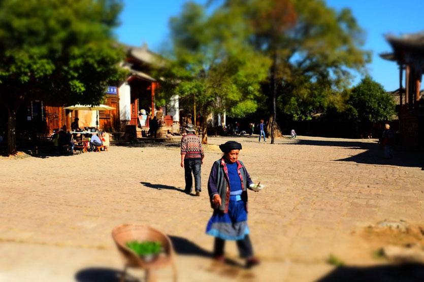 Shaxi Square, alter Marktplatz mit Theater