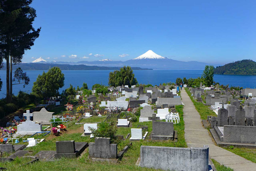 Der am schönsten gelegenen Friedhof auf dem Hügel von Puerto Octay