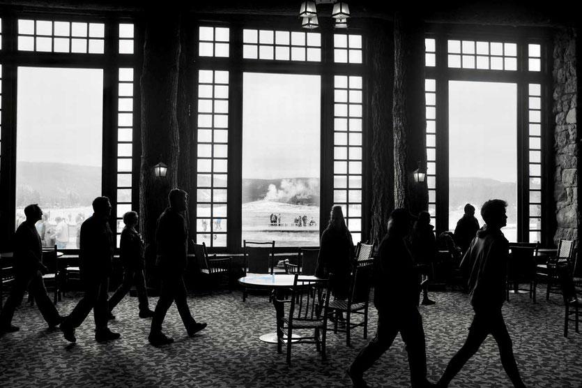 Old Faithful Inn  Geysir