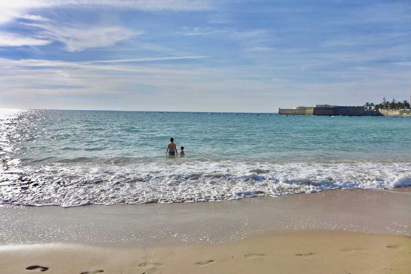 Die Playa de la Caleta Cadiz. Hier stieg das Bondgirl aus dem Meer