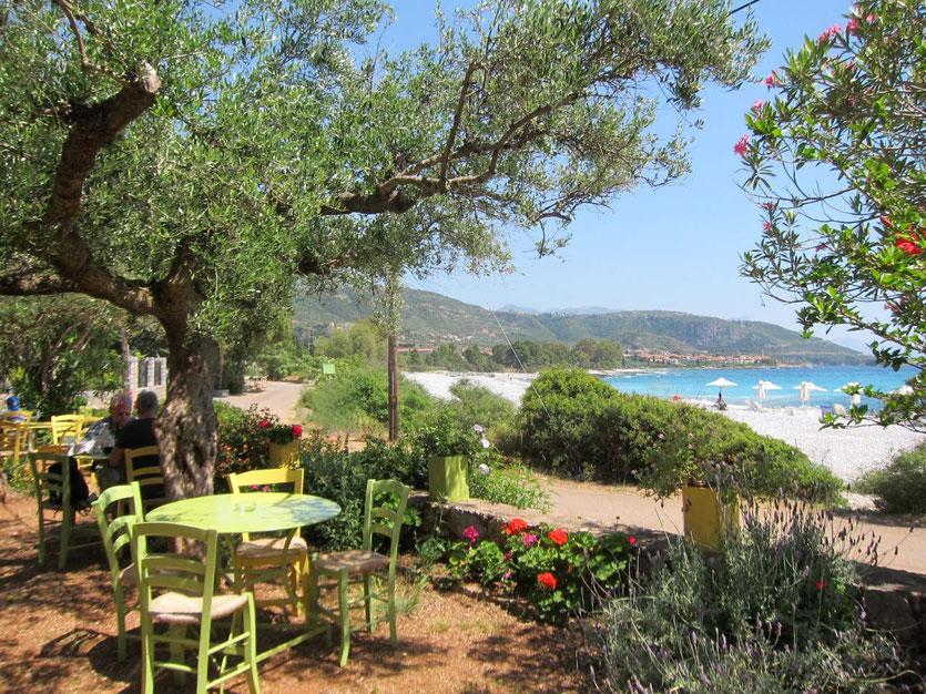 Restaurant in Kardamili garden on the beach Hotel Elies, Mani Peloponnes