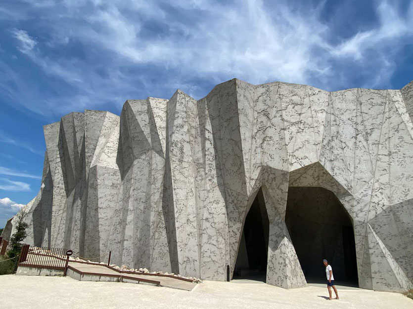futuristischer Bau Höhle Chauvet 2