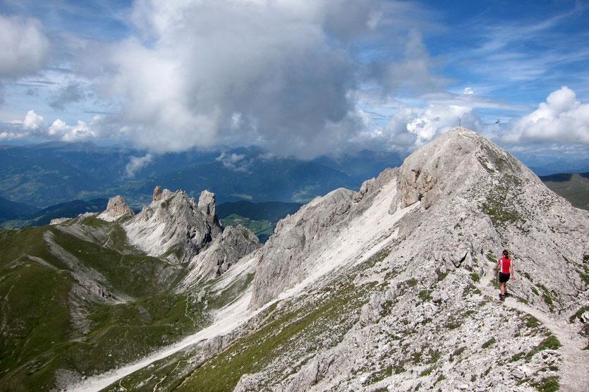 Abstieg zum Ende des Günther-Messner-Steigs in den Dolomiten