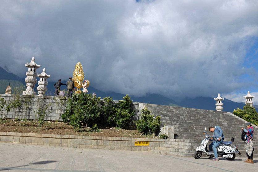 Eingang zum Chongsheng Tempel Dali China