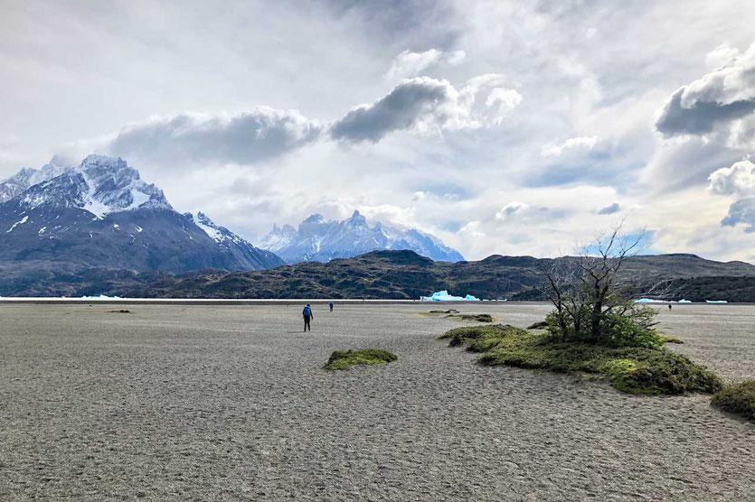 weiter Strand am Lago Grey Torres del Paine