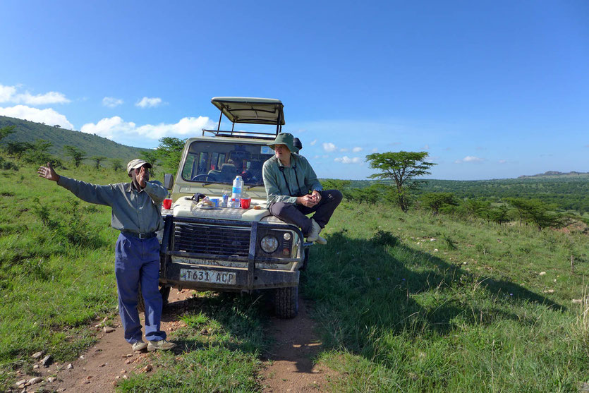 Paradies Safaris Tour Arusha driver guide