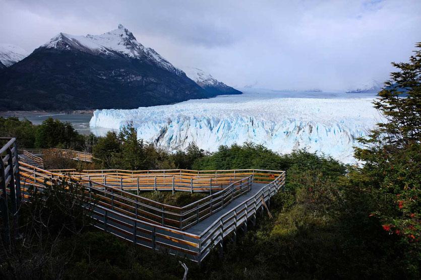 Ein kilometerlanges Netz von Aussichtsstegen zeigt den Perito Moreno von allen Seiten