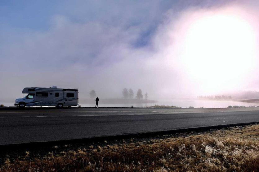 Wohnmobil im Hayden Valley am Yellowstone River