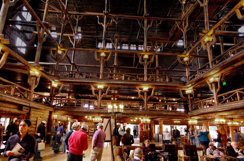 Yellowstone Old Faithful Inn, gigantischer Holzbau von 1904