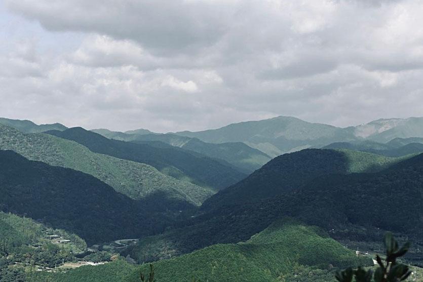 Schöne Ausblicke auf die Kumano Berge von Tanabe nach Hungo