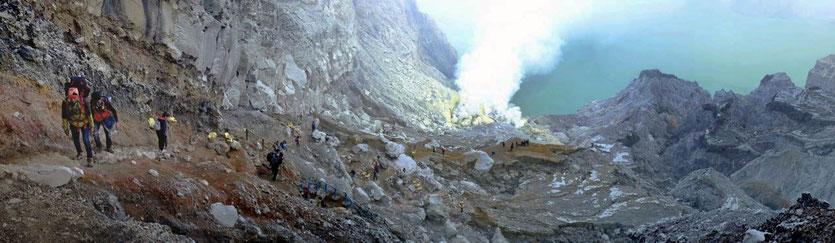 Ijen trekking crater tour Schwefevulkan tour Java