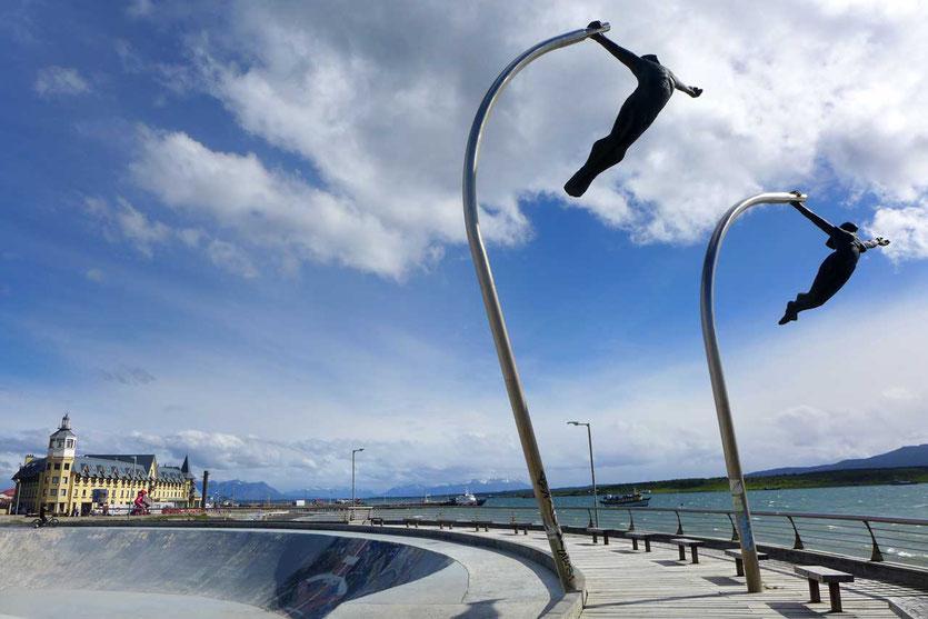 Bronzepaar 'Amor al viento' Promenade Puerto Natales