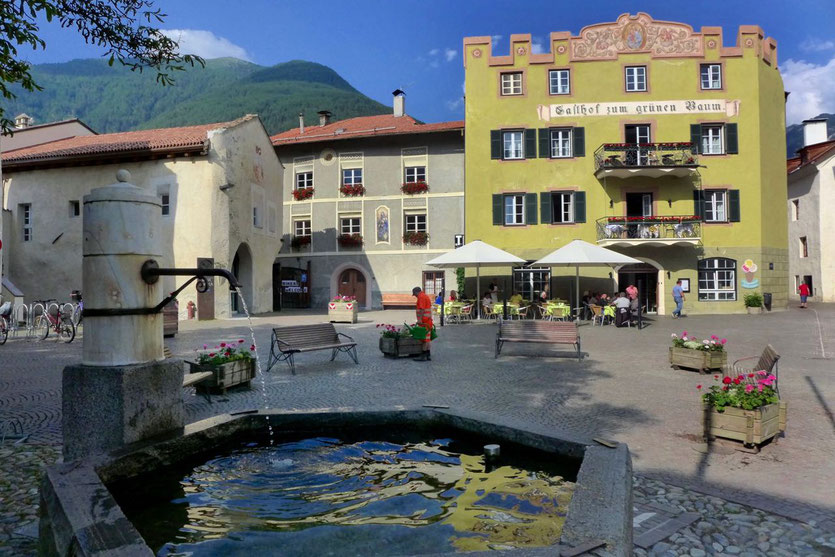 schönste mittelalterliche Stadt Vinschgau Südtirol Gasthof Grüner Baum bestes Hotel Glurns