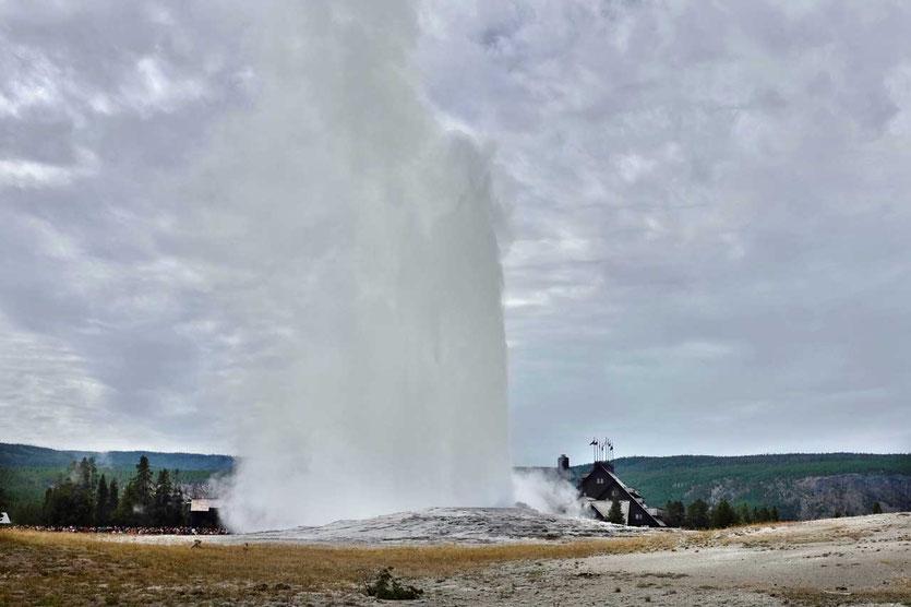 Yellowstone Old Faithful Geysir Ausbruch