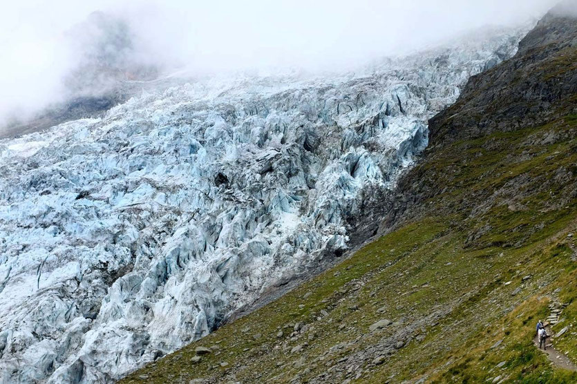 Wanderung La Jonction trail Glacier des Bossons Mont Blanc Chamonix
