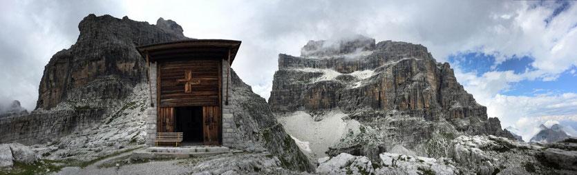 Kapelle bei der Pedrotti Hütte Brenta-Gruppe Madonna  di Campiglio Dolomiten
