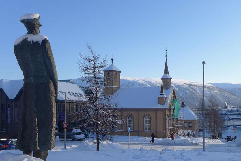 Haakon VII Statue in Tromsø Norwegen – Norway King Haakon VII Statue in Tromsø
