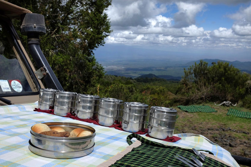 Picknick Mount Meru tour safari walk