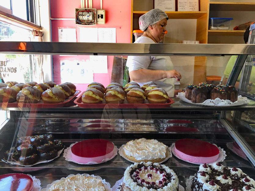 Cafe und Kuchen Torten um die Plaza von Puerto Octay