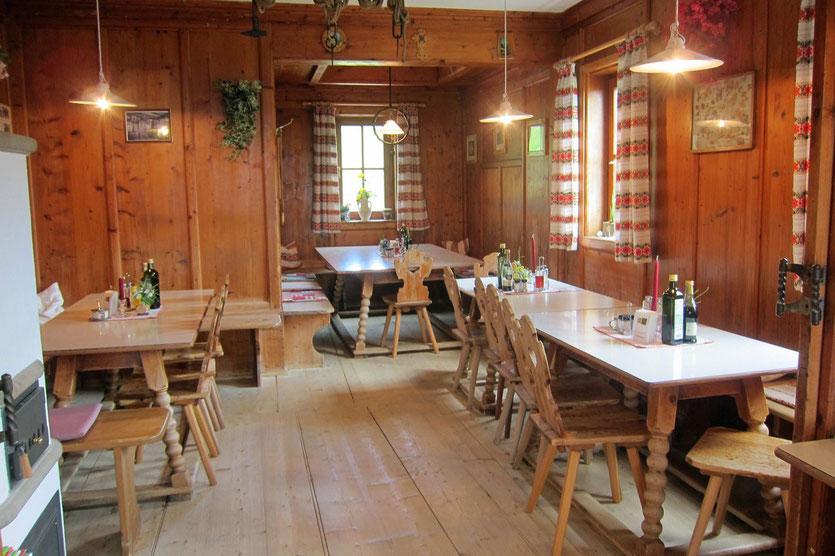 Gemütlich Stube der Schlüterhütte, Villnösstal Dolomiten