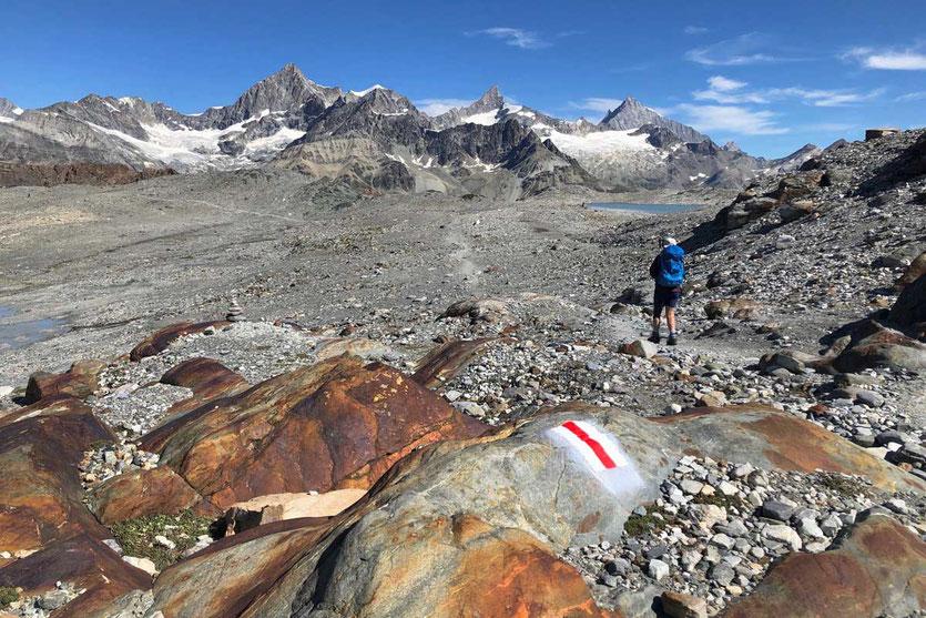 Zermatt Matterhorn Glacier Trail mit Weisshorngruppe