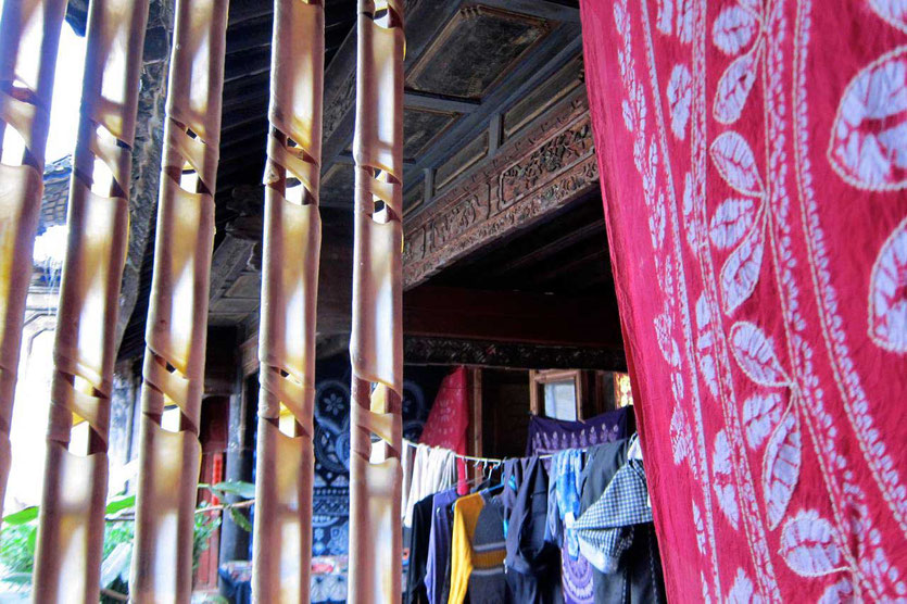 Hofladen mit Batikfärberei in Xizhou Dali