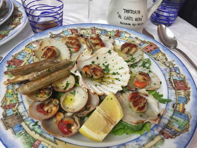 Auf Burano zum Mittagessen im Al Gatto Nero
