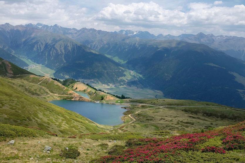 Südtirol einfache schöne Wanderung Bergsee Wandern im Vinschgau Aussichtsberg mit Bergbahn
