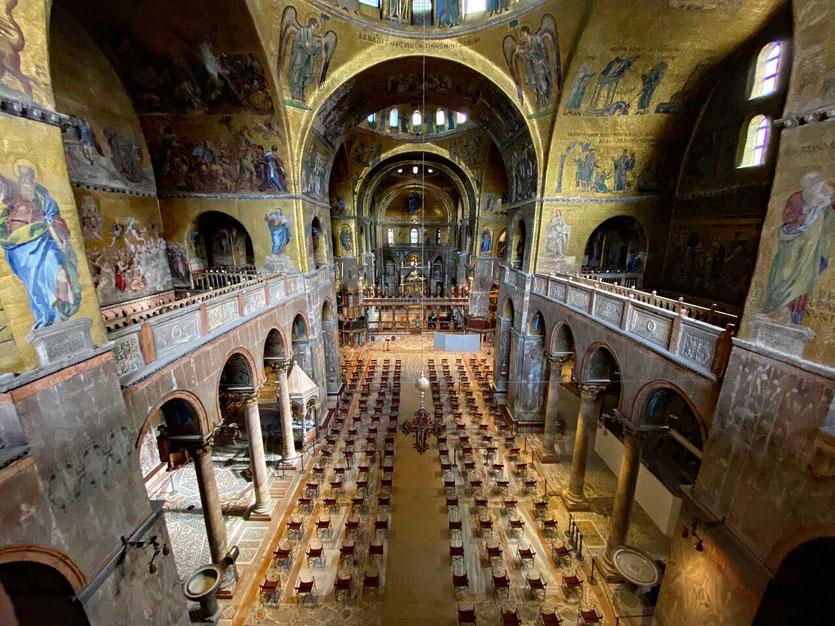 Zum Gottesdienst in die Basilica di San Marco