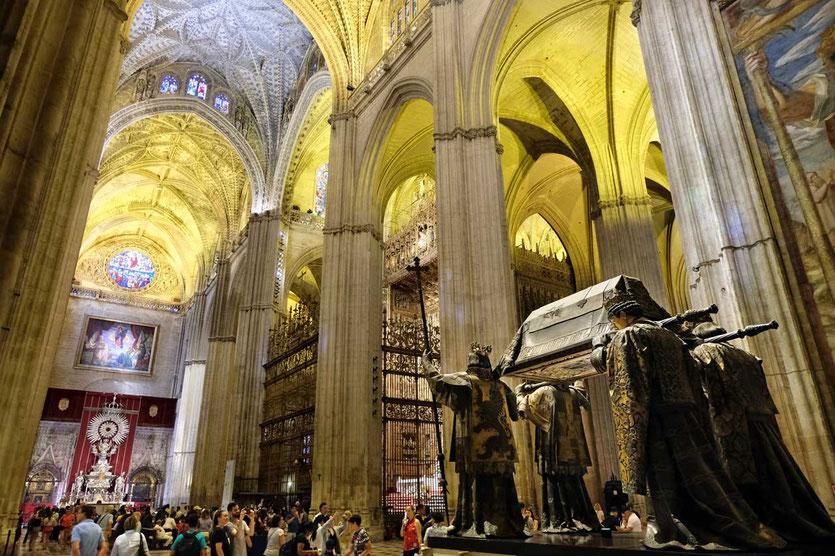 Kathedrale von Sevilla mit Kolumbus Grabstätte