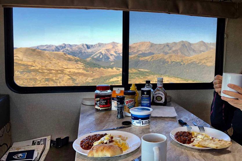 Frühstück im Wohnmobil auf 3500m Rocky Mountain NP