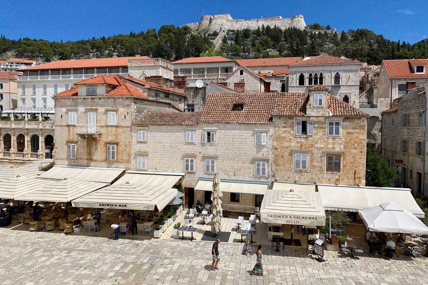 Hvar Altstadt mit Festung Fortica Spanjola
