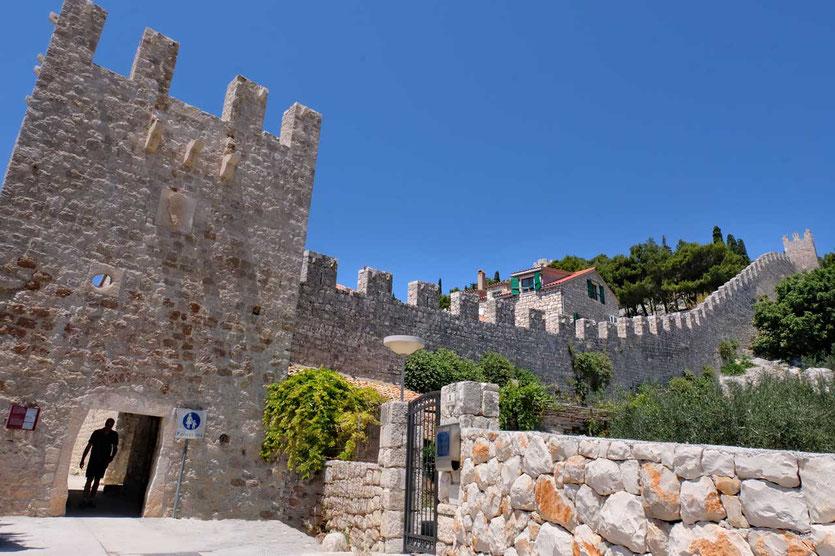 Hvar Stadtmauer gehört zum ältesten Stadtteil aus dem 13./14. Jahrhundert