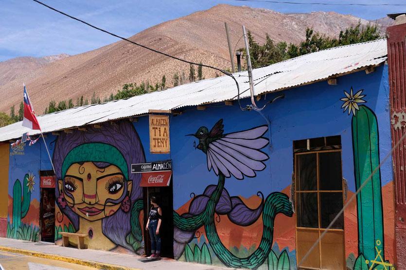 Adobehaus mit Murales Pisco Elqui