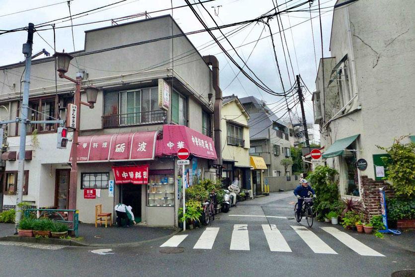Spaziergand durchs ruhiges Yanaka Viertel im alten Tokio