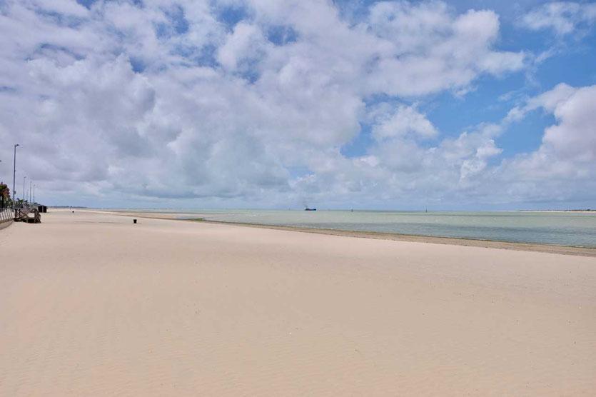 Der lange goldene Strand von Sanlúcar