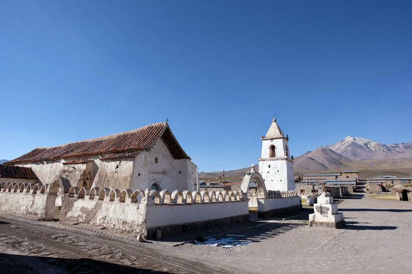 Kirche von Pachama im Altiplano Chile