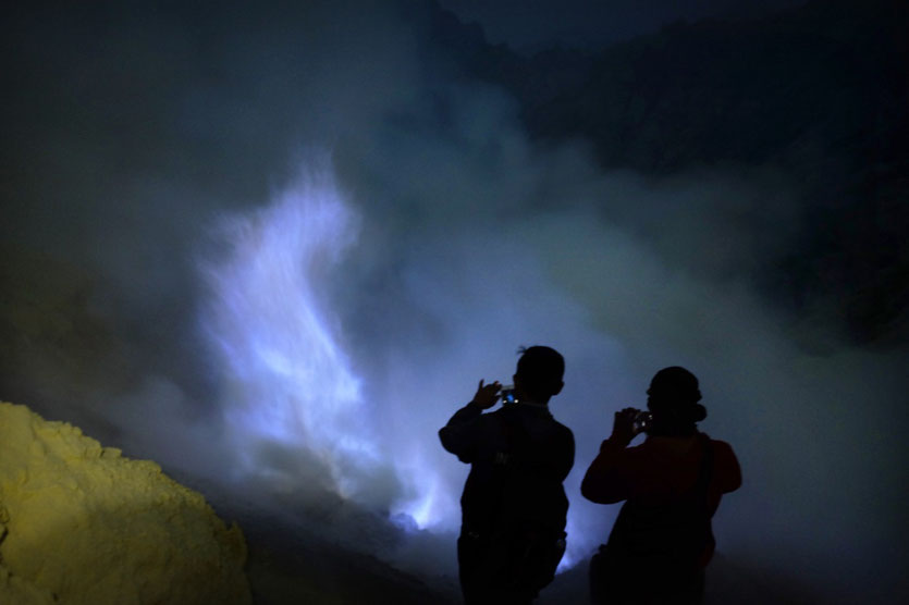 Ijen Blue Fire crater tour Vulkan Krater Java